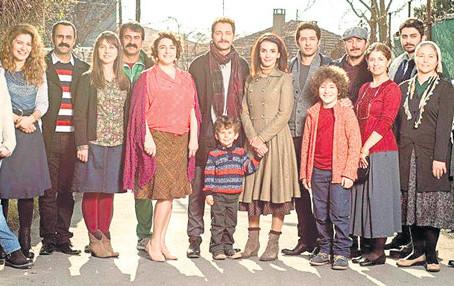 """Oya Doğan Selen Domaç'ın da yer aldığı """"Serçe Sarayı"""" dizisini yazdı: """"Diğer çok beğendiğim"""