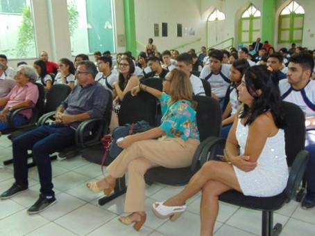 Alunos do Intellectus participam de  lançamento de livro na câmara municipal de campo maior