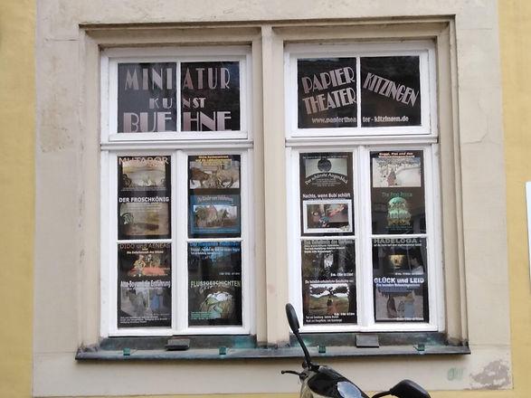 Fenster_links_von_der_Tür.jpg