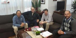 Conectando Comunidades. Germán  Montero, Director Ejecutivo de Ambiente Sur, se reunió con Gustavo Melella, Intendente de Río Grande, y funcionarios para evaluar proyecto común de conservación.