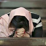 Woman-Praying-Vahid-Salemi-AP-640x480.jp