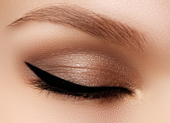CONDITIONING EYE SHADOW