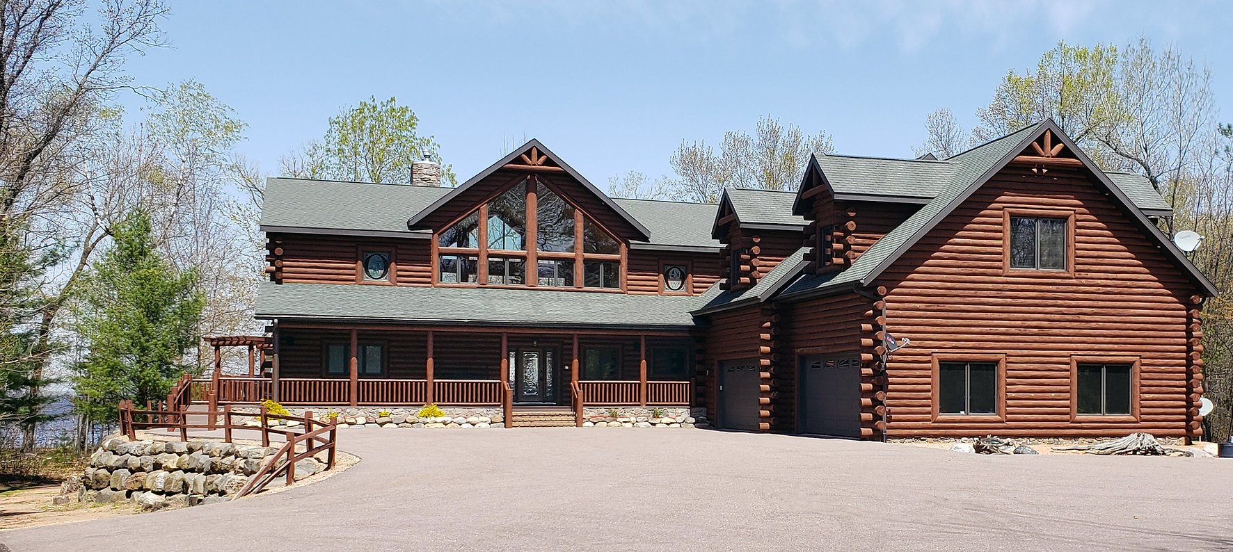 Front of Lodge 2021.jpg