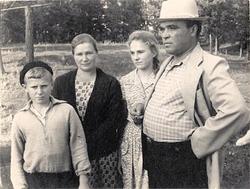 Родители с Галиной и Михаилом, 1964