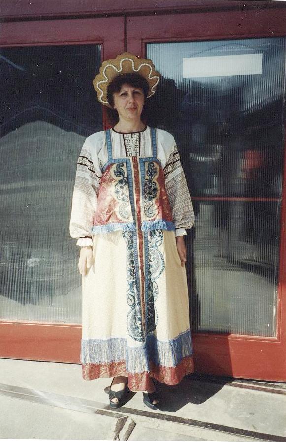 Катерина в русском народном костюме