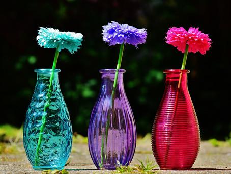 3 Técnicas rápidas de limpiar tus floreros de cristal.