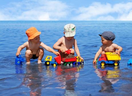 Bebés | 8 Consejos para proteger a nuestros bebés en la playa.