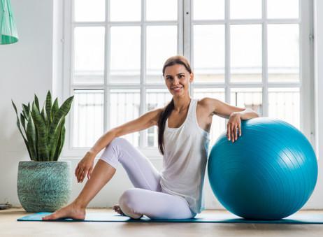 Ejercicios para ponerte en forma usando el balón suizo.