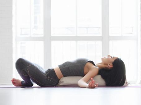 Masajes para relajar la musculatura lumbar.