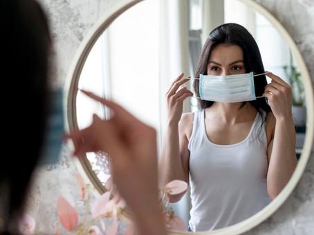 Maskne: El problema en la piel por usar mascarillas.