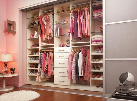 Cómo ordenar el armario de los niños de forma eficiente