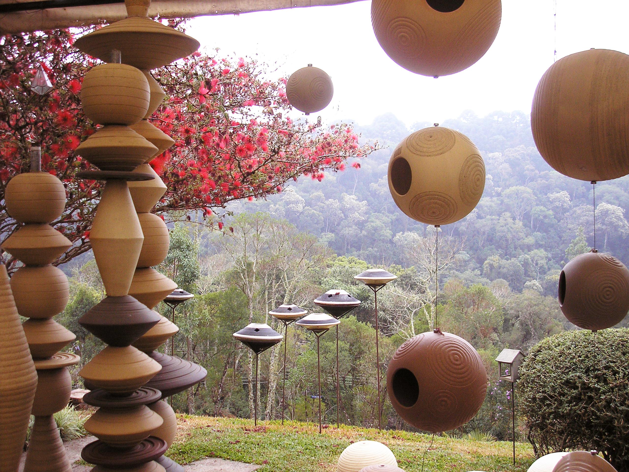 Fonte e casas para pássaros