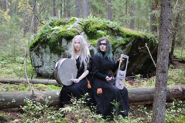 Gói duo:  Iida Mäkelä on the left, Rauni Hautamäki on the right.Photographer: Valtteri Mäkelä @Gói