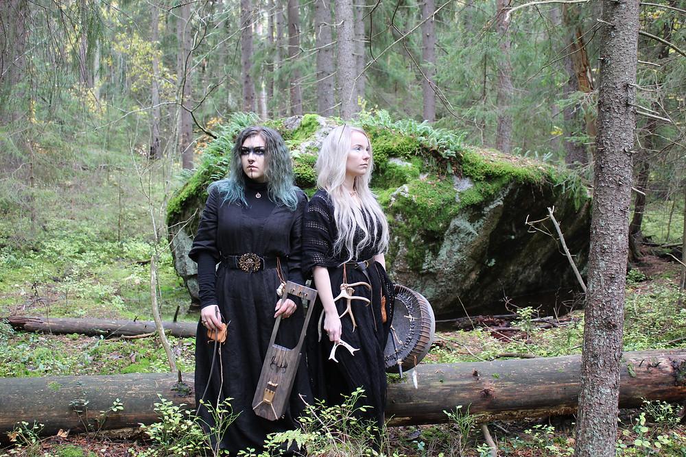 Photographer: Valtteri Mäkelä. Iida Mäkelä on the left, Rauni Hautamäki on the right.