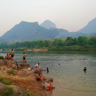 Bain dans la Nam Ou
