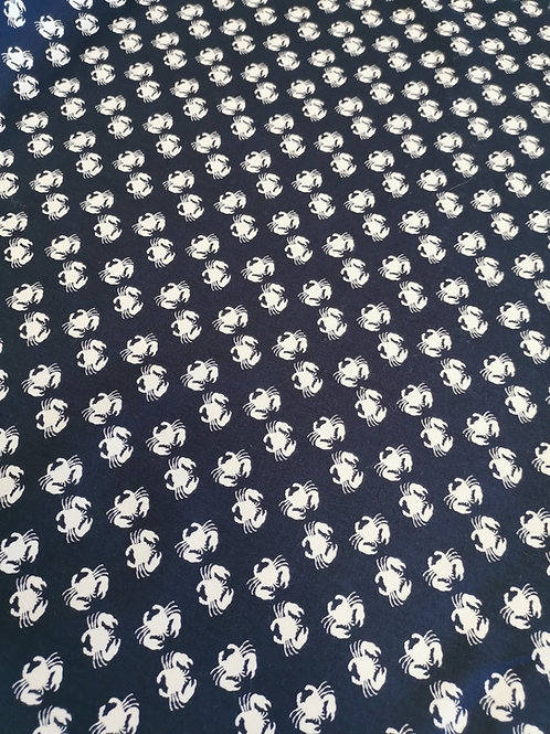 Popeline Tissu Crabe Blanc sur Textile Bleu Marine