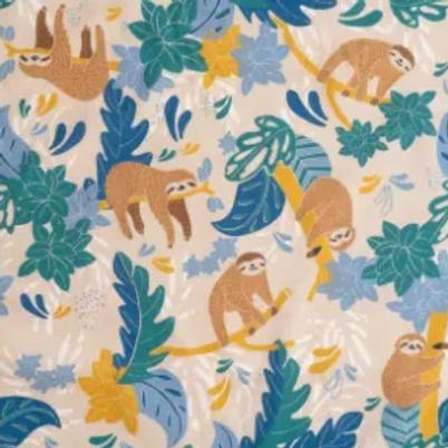 popeline-tissu-paresseux-des-tropiques-sur-fond-beige-1-en-vente-aux-ateliers-dyvonne-a-kerlouan