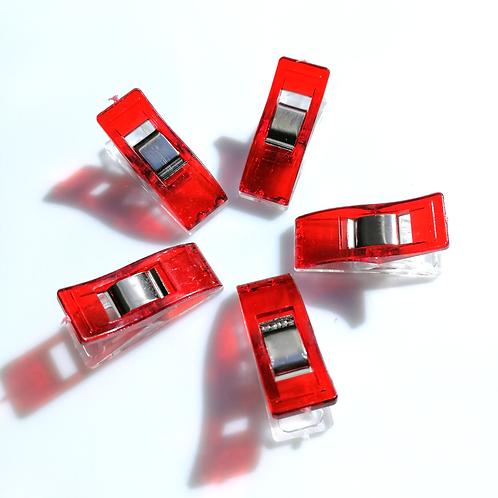 Pinces magiques rouges pour tissus
