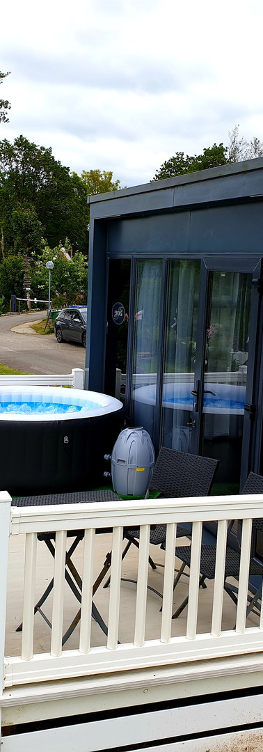 Valley View with hot tub