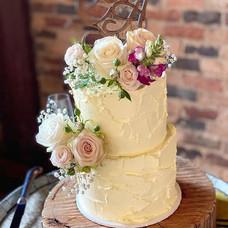Wedding cake flowers for Amy & CJ🌸  #