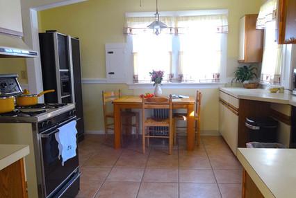 8. Kitchen 2.JPG
