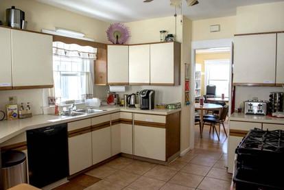 7. Kitchen 1.jpg