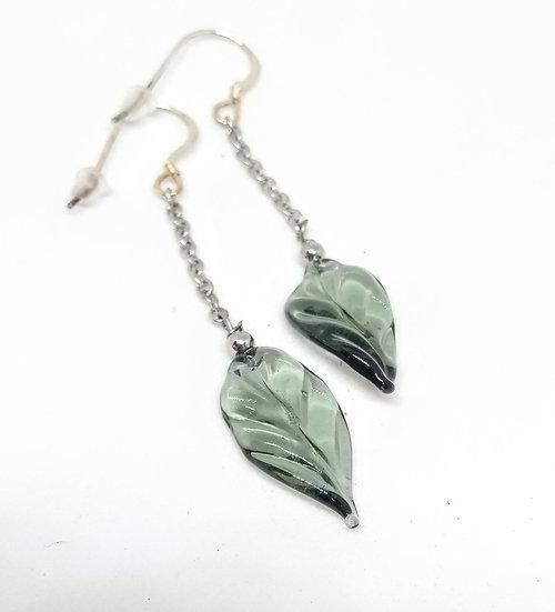Boucles feuilles grises