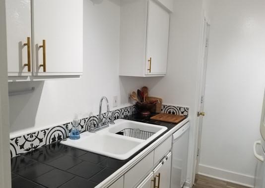 7 - Kitchen.jpg