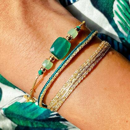 Bracelet Ascellus Agate verte porté avec un Heka doré
