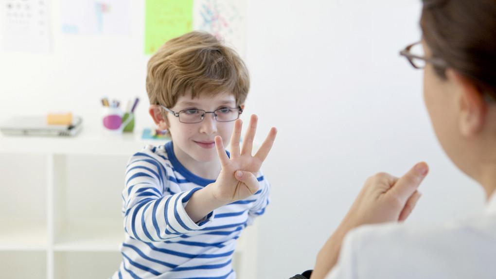 Enfant en Orthophonie