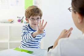 Niño en Logopedia