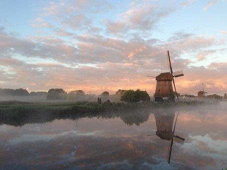 オランダ風車夕景