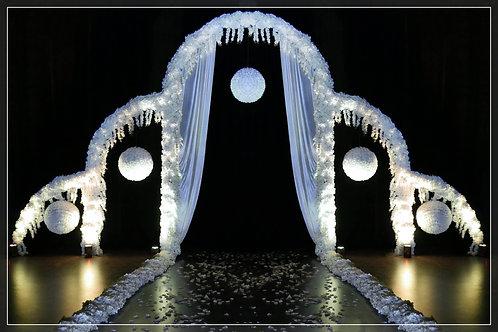 Cascade d'Arches 7,50m fleurie et Boules de Roses Blanches