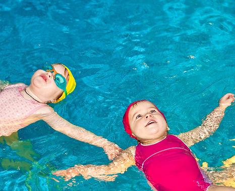 Bébés dans l'eau