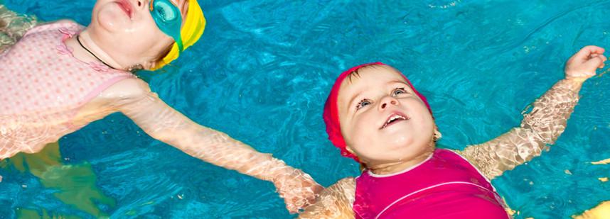 嬰兒游泳班