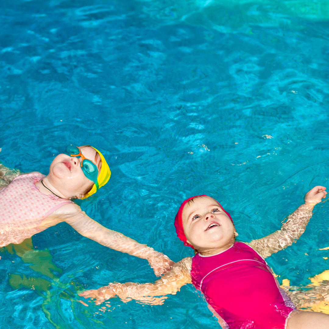Bebé clase de natación