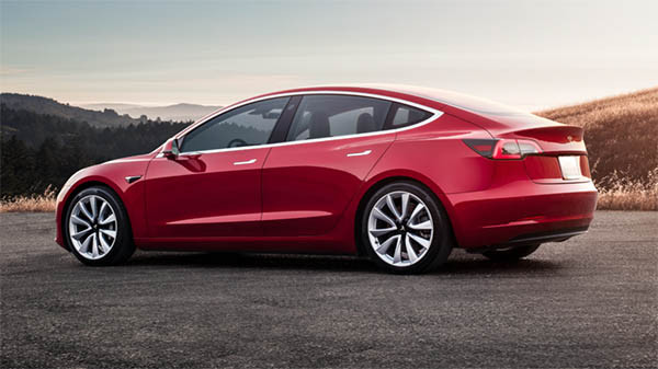 Model 3 可說是 Model S 的平價細碼版本。