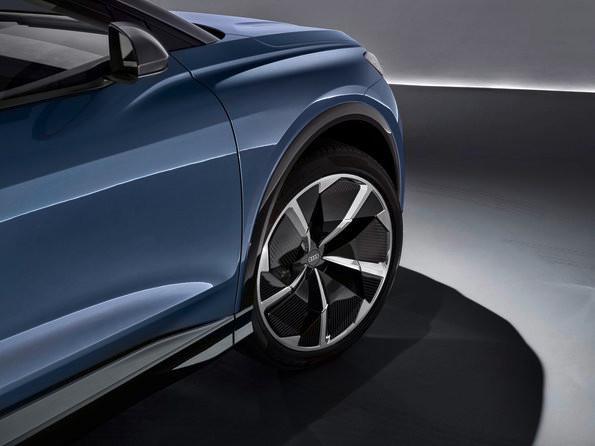 Audi Q4 e-tron concept 採用 22 吋鈴。