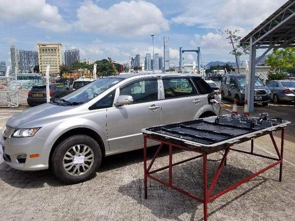 涉案的電動車是比亞迪 BYD e6。