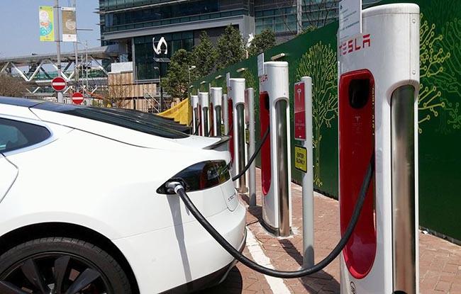 有團體要求政府降低電動車一換一計劃的門檻。