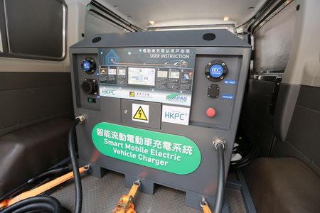 智能流動電動車充電系統兼容不同充電插頭。