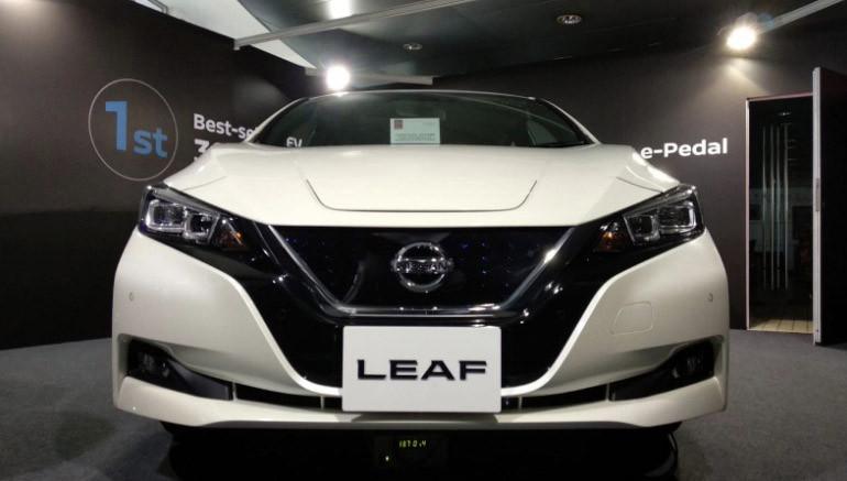 新版 Leaf 的充電位跟舊版一樣,置於車頭。