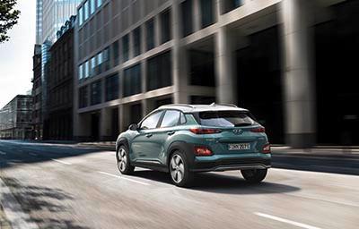 現代 Kona Electric 以小型 SUV 型態攻電車市場。