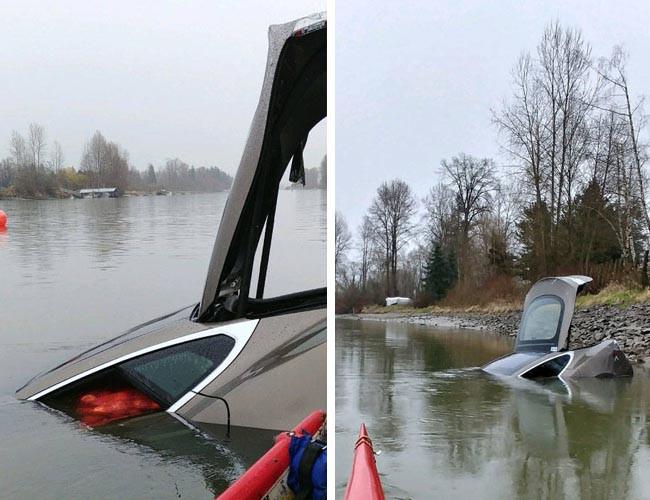Tesla Model S 失車被發現於 Fraser River 中。