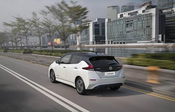 新一代日產 Leaf 的造型,似乎遠較第一代出色,LUX 版更會有 two-tone 車身顏色選擇。