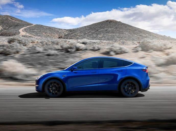 Tesla Model Y 採用 Model 3 平台設計,但車身高度就如 SUV 般高,像縮水版 Model X。