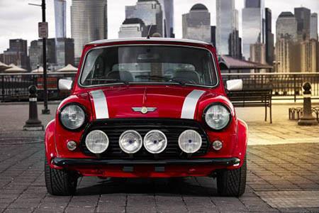 Classic MINI Electric 車頭鬼面罩前還有 4 支大燈。