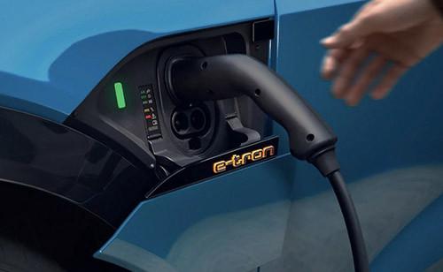 Audi e-tron 支援 150kW 快充,充滿 8 成電只需 30 分鐘。