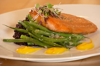 salmon with greenbeans dinner