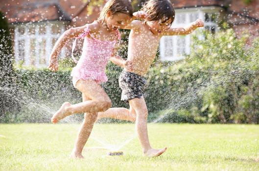 En un estudio de casos control aletorizado de doble ciego, en una población cuyo rango de edad es 6 a 12 años, Asmáticos, por un periodo de 28 dias, bajo una dosificación de 5 ml BID